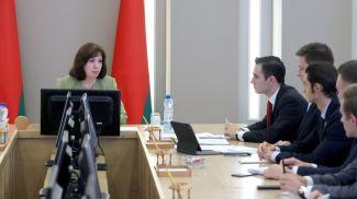 Наталья Кочанова во время совещания