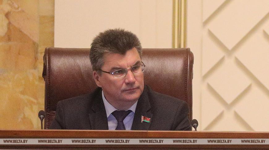 На ситуацию в Беларуси пытаются воздействовать извне различными способами - сенатор
