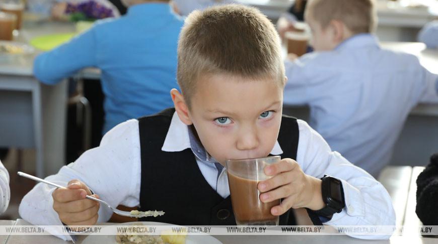 Санэпидслужба выявила нарушения в 27% проверенных школьных кафе и столовых.