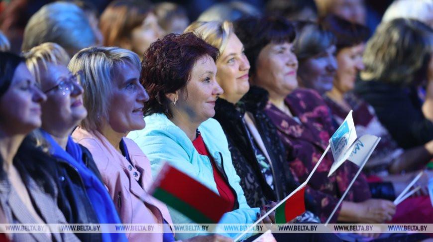 Во время форума. Фото из архива
