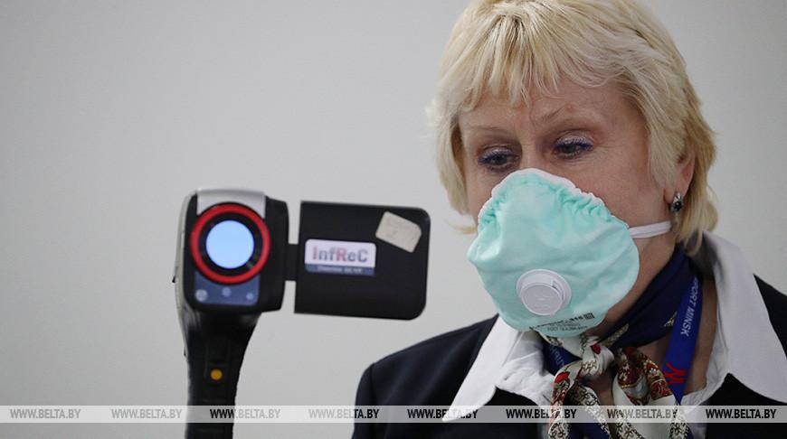Санитарно-карантинный контроль пассажиров с применением тепловизионного оборудования в аэропорту. Фото из архива