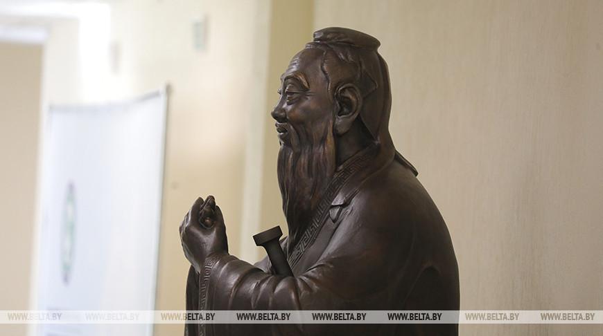 Переводческая мастерская открылась в Республиканском институте китаеведения им. Конфуция БГУ