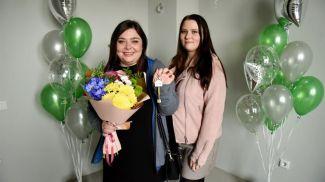 Кристина Буталенко с подругой в выигранной квартире в центре Минска
