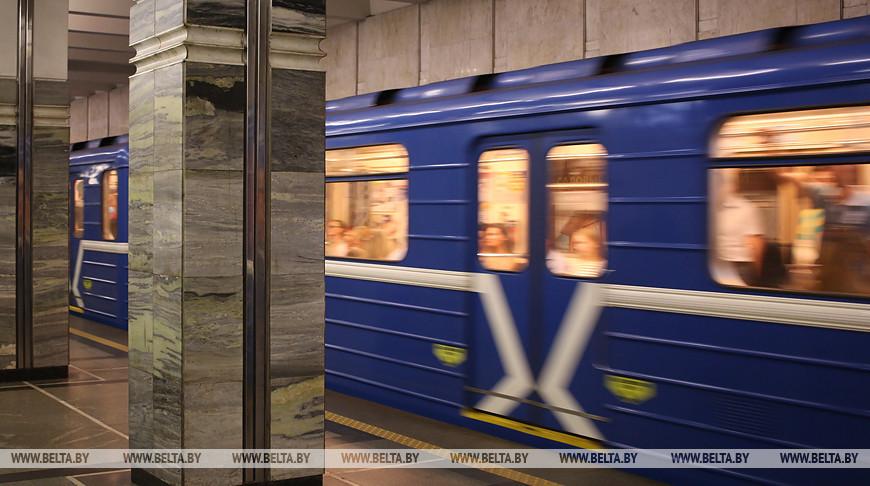 Выход станции метро 'Площадь Ленина' со стороны пл.Независимости временно закрыт