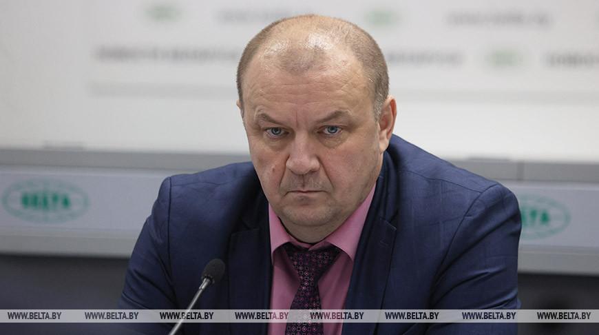 Борис Андросюк во время круглого стола