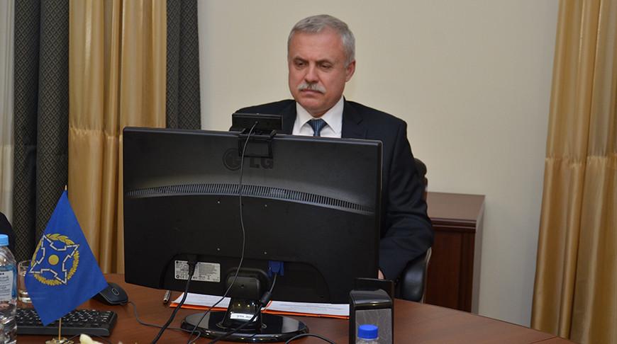 Станислав Зась во время интерактивного диалога. Фото ОДКБ