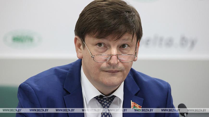 Игорь Марзалюк во время круглого стола