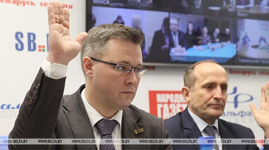 Андрей Кривошеев (на фото слева)