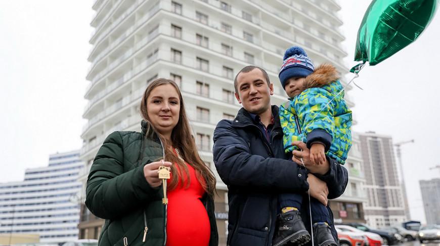 """Молодой семье пришлось бы долго копить деньги на свою квартиру, но помогла удачная покупка в """"Евроопт""""!"""