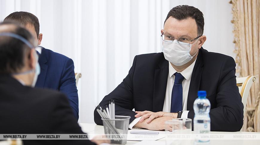 Дмитрий Пиневич во время встречи