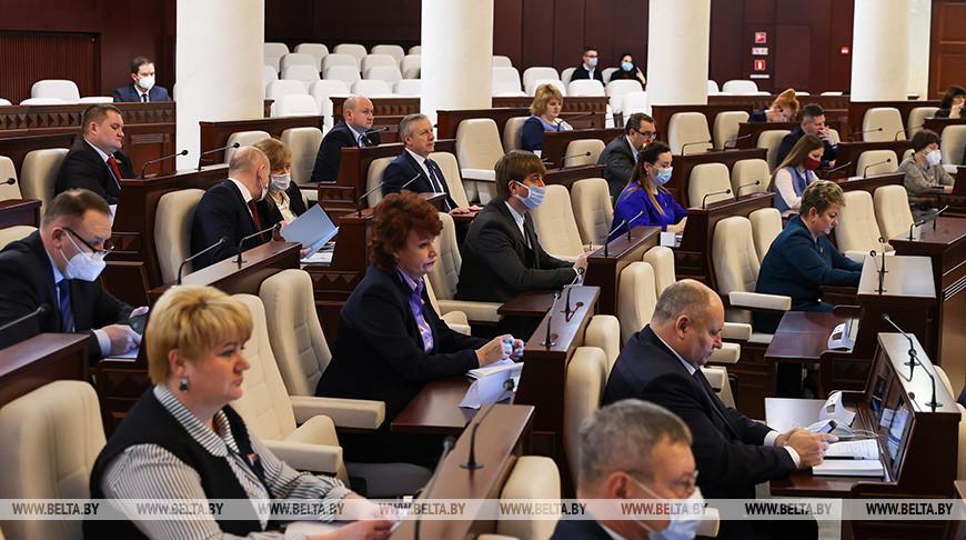 Во время заседании четвертой сессии Палаты представителей Национального собрания