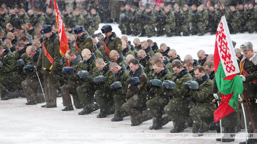 """В мемориальном комплексе """"Брестская крепость – герой"""" приняли присягу около 900 воинов нового призыва, декабрь 2012 года"""