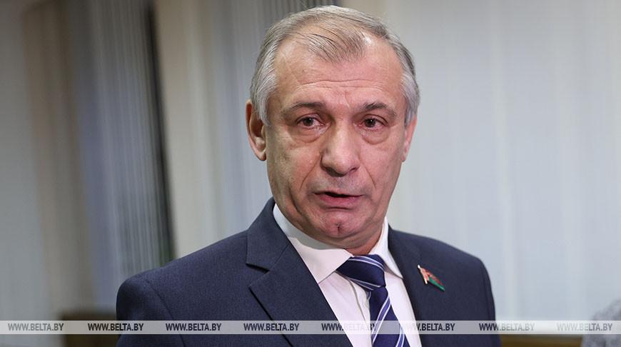 Александр Дубов