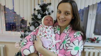 Анастасия Мороз с дочкой