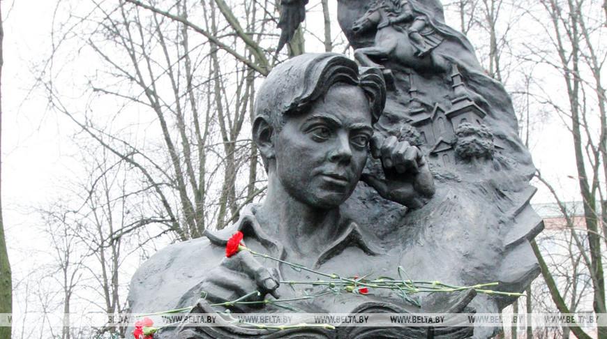 Памятник Владимиру Короткевичу в Орше. Фото из архива