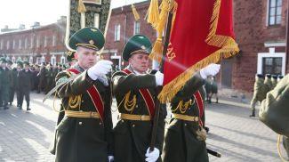 Во время старта пограничной эстафеты, посвященной 75-летию победы в Великой Отечественной войне
