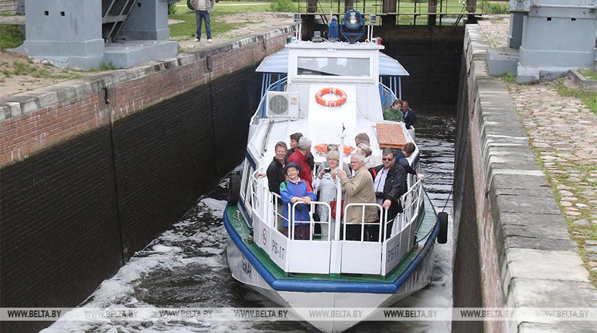 Туристы на Августовском канале. Фото из архива