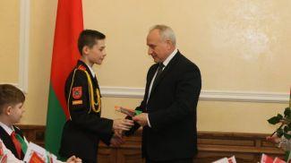 Николай Шерстнев во время вручения паспортов