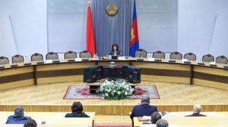 Наталья Кочанова во время встречи с медицинскими работниками
