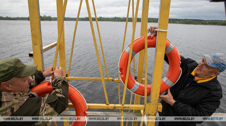 Матросы-спасатели Витебской областной организации ОСВОД Олег Антонов и Андрей Мухин