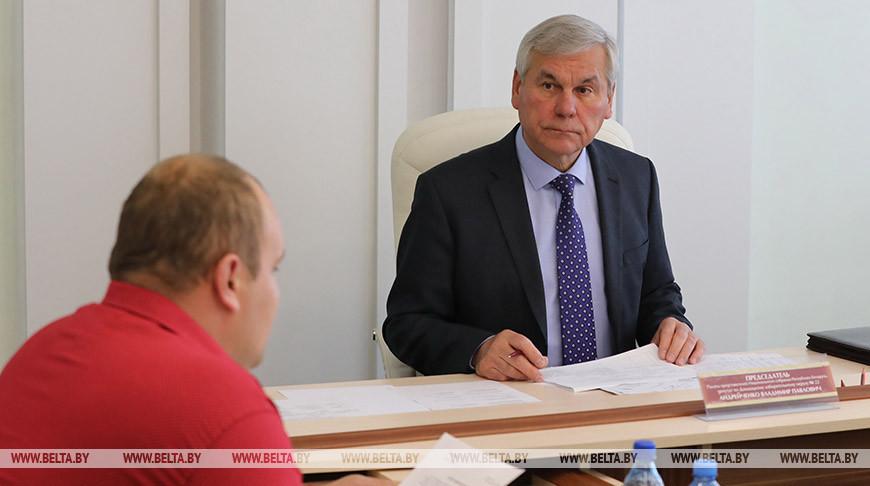 Владимир Андрейченко во время приема граждан