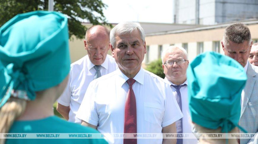 Владимир Андрейченко во время посещения предприятия