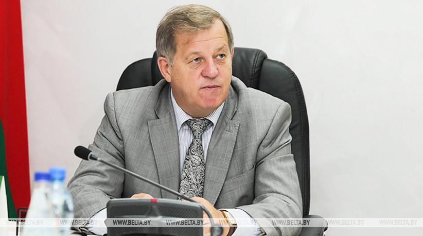 Благоустройство, жилье, ремонт дорог - Анатолий Лис провел прямую линию