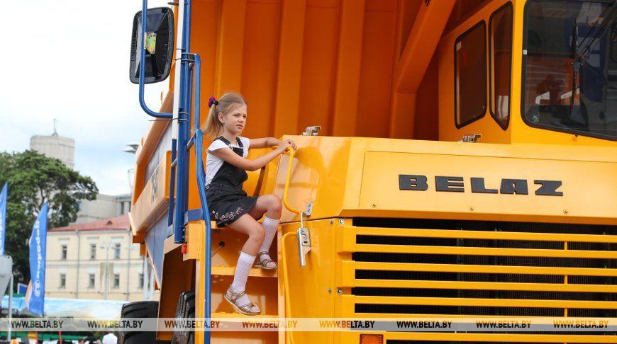 ФОТОФАКТ: В Минске работает выставка новейших образцов белорусского машиностроения