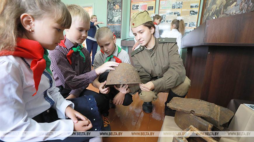 Семейные реликвии и находки с полей сражений - в Могилевском районе открыли экспозицию к 75-летию Победы