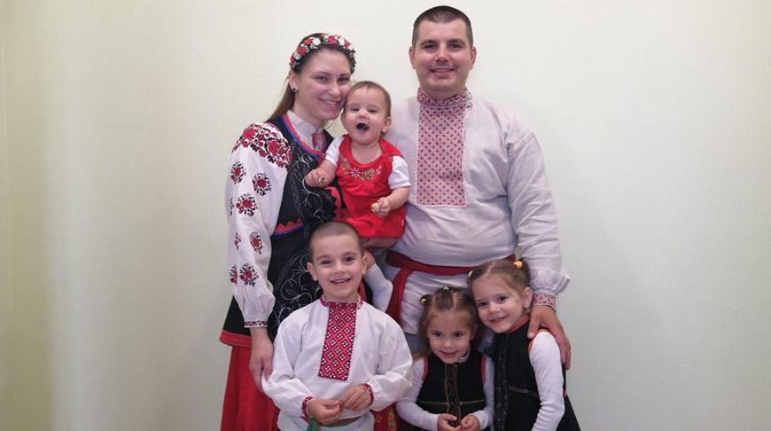 'Сохраняя традиции прародителей' - семья из Гомельской области готовится к финалу 'Властелина села'