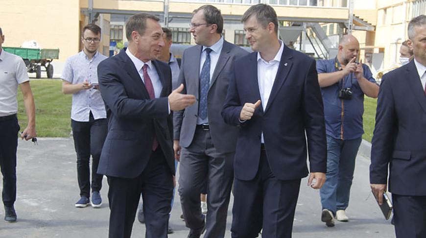 Николай Снопков во время рабочей поездки в Гомельскую область. Фото официального сайта Совети Министров