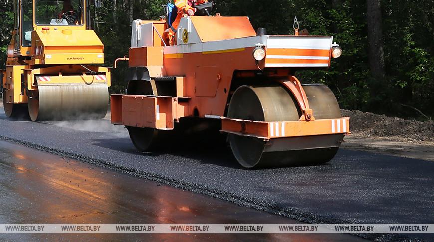 Участок трассы М10 ремонтируют в Пинском районе