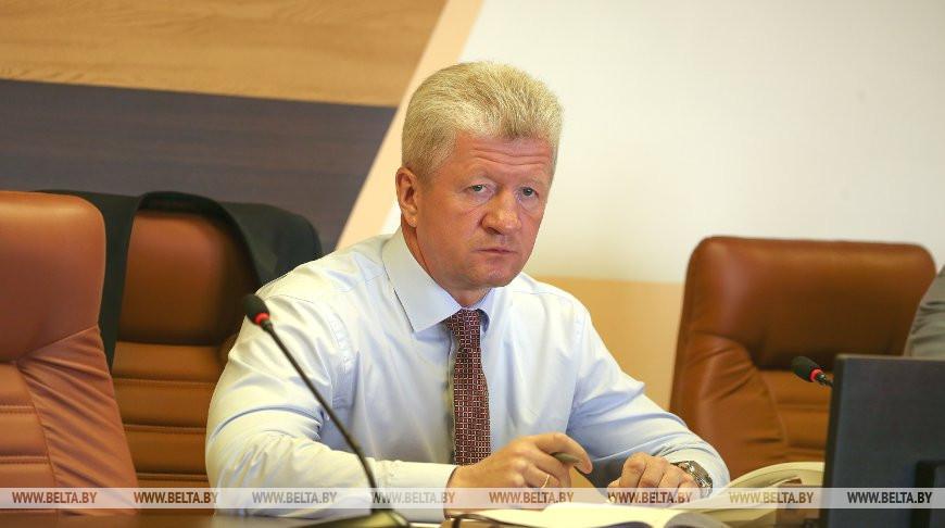 Анатолий Маркевич во время прямой телефонной линии