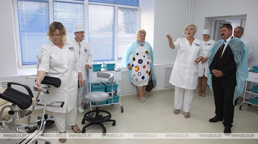 Геннадий Соловей во время ознакомления с новым отделением