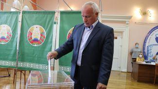 Николай Шерстнев во время голосования