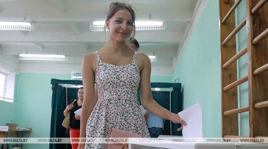 Анастасия Павлова во время голосования