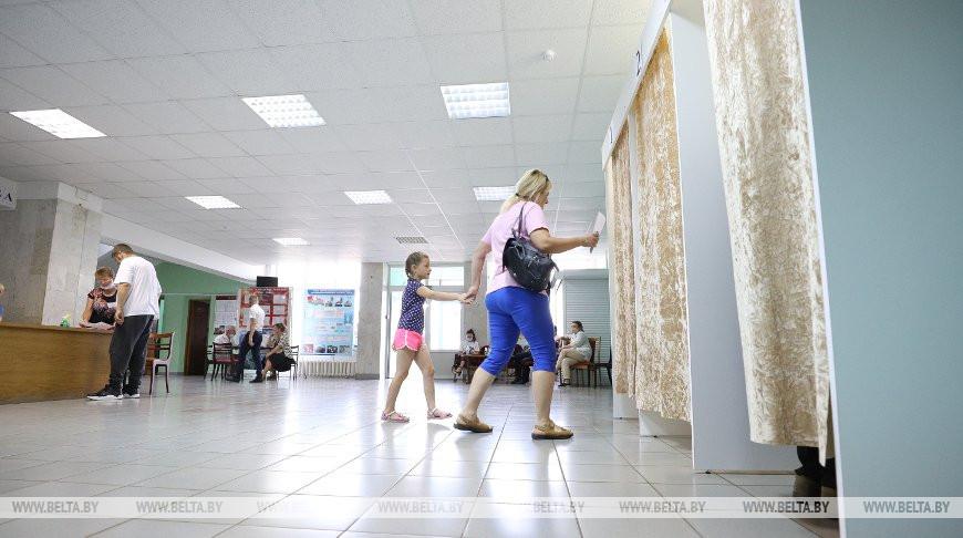 Во время голосования на избирательном участке №11 агрогородка Чернавчицы Брестского района