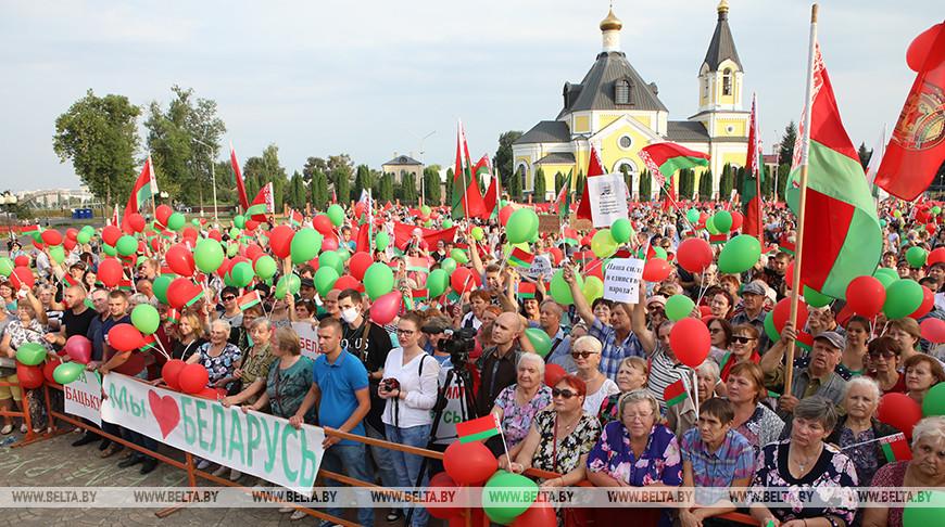 ФОТОРЕПОРТАЖ: В городах Беларуси прошли акции в поддержку мира, безопасности и спокойствия