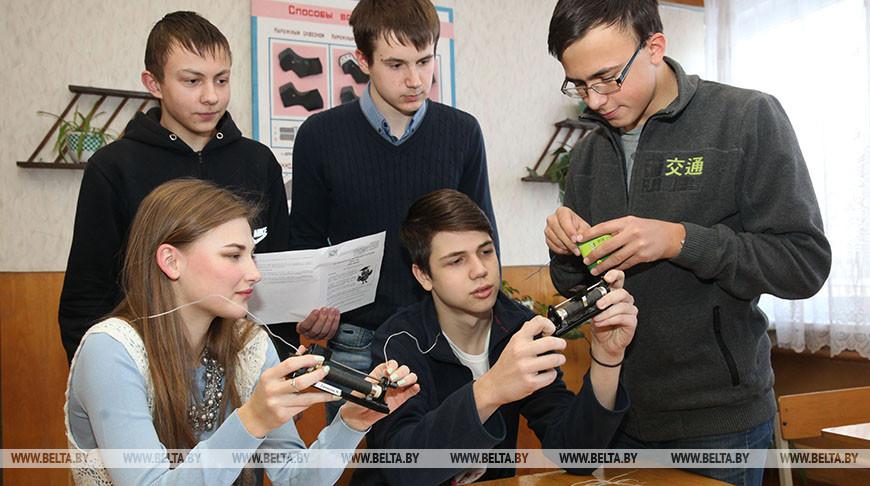 Школьники. Фото из архива