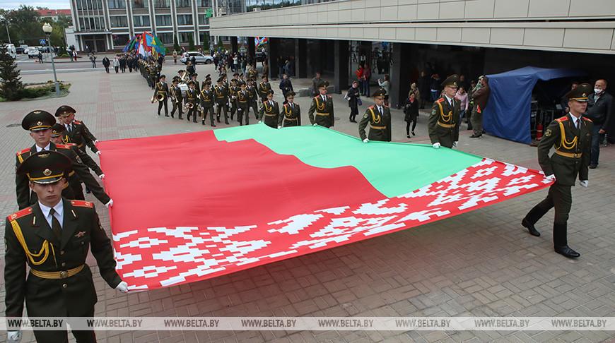 Символ гордости за страну - флагшток высотой 60 м открыли в Гомеле