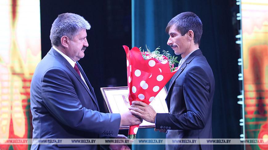Председатель Гомельского облисполкома Геннадий Соловей во время поздравления тружеников села