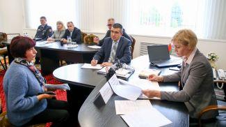Ольга Чуприс во время приема граждан. Фото Мариам Табагари, Могилевские ведомости - БЕЛТА