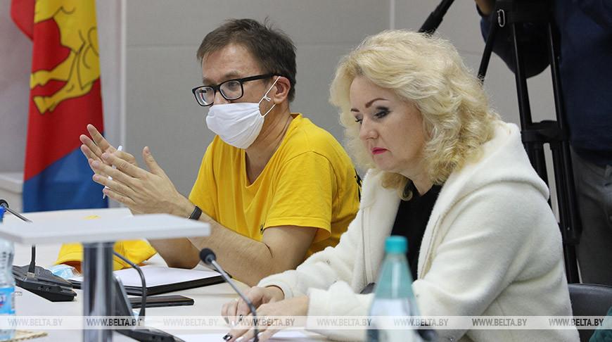 Правозащитник Роман Кисляк во время встречи