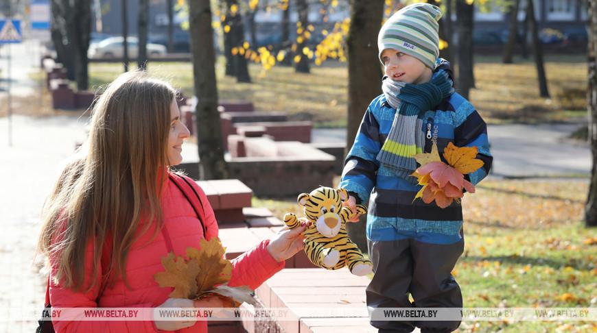 Награждения, консультации, бесплатные стрижки - как поздравят мам Минской области