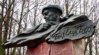 Памятник Владимиру Короткевичу в Витебске. Фото из архива