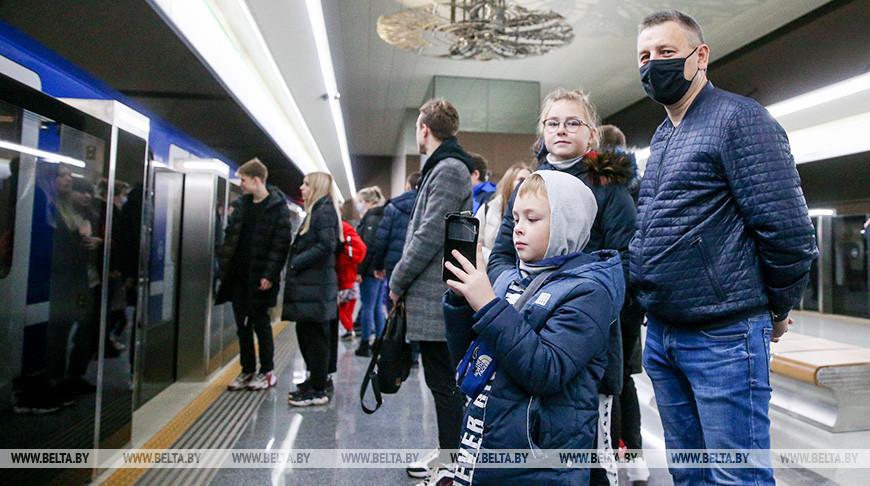 """На станции метро """"Ковальская слобода"""""""