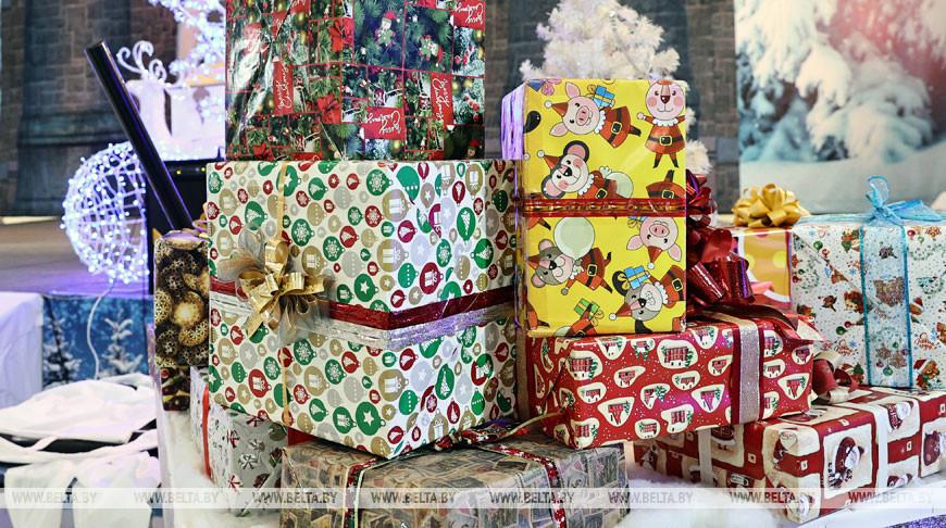 С теплыми пожеланиями и подарками - новогоднюю акцию провели для пациентов детской больницы в Гомеле