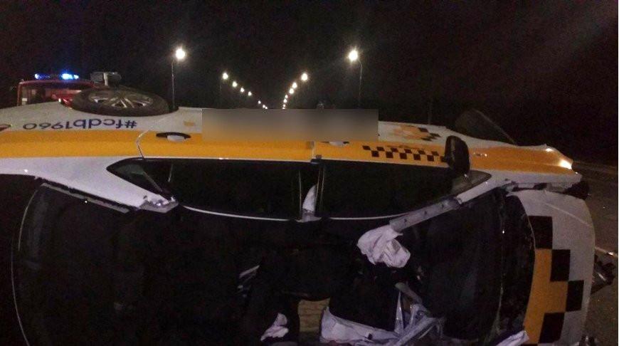 В ГАИ рассказали подробности столкновения такси и фуры под Брестом на трассе М1 у Клейник