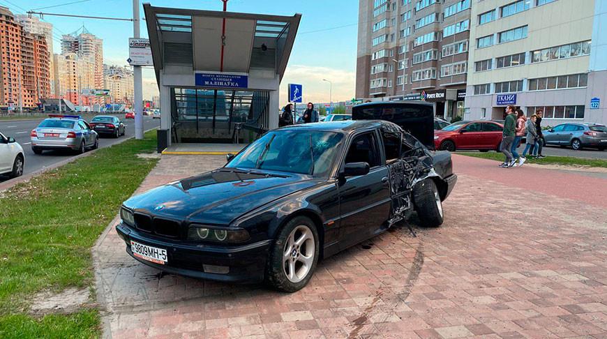 В Минске иномарка вылетела к выходу из метро