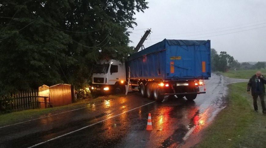 В Дрогичинском районе из-за ДТП несколько домов остались без электричества